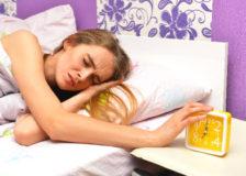 疲れてるのに眠れない。不眠を解消する5つのこと